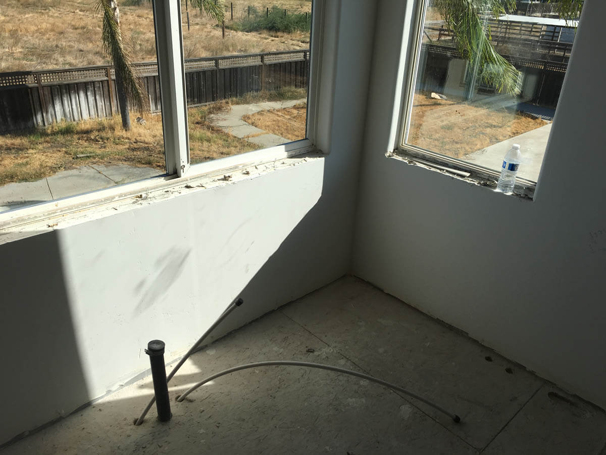 corner of bathroom with windows, before remodel